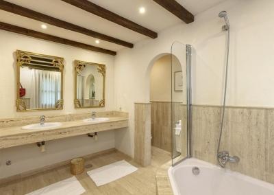 Bedroom #4 en-suite at Villa Mastranto, El Paraíso