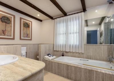 Bedroom #5 en-suite at Villa Mastranto, El Paraíso