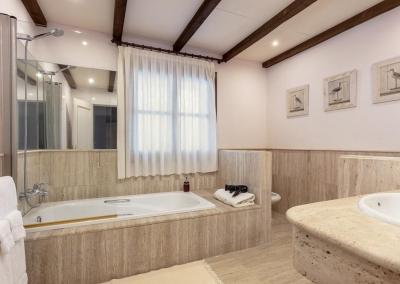 Bedroom #6 en-suite at Villa Mastranto, El Paraíso