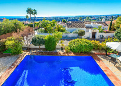 Located outside the coastal town of Estepona, Villa Rucula is a lovely three-bedroom villa in a quiet residential area. The villa sleeps six people, is well decorated throughout and has an enclosed private swimming pool and terrace.