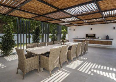 The outdoor dining & barbecue area at Villa Tucan, Nueva Andalucía