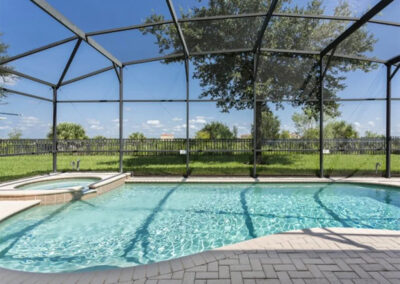 The spillover tub & swimming pool at Windsor Hills Resort 515, Kissimmee