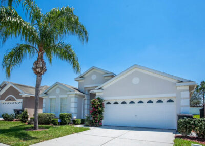 Outside Windsor Palms Resort 21, Kissimmee is a well-furnished four bed, three bath villa with games room just ten minutes from Disney. The screened outdoor area has a large pool, spa & shady al fresco dining area. Excellent onsite amenities for sports lovers.