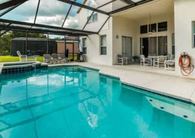 The covered lanai & swimming pool at Windsor Palms Resort 6, Kissimmee
