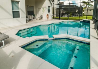 The spillover tub & swimming pool at Windsor Palms Resort 6, Kissimmee
